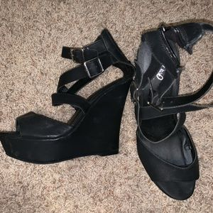 Black strap wedges